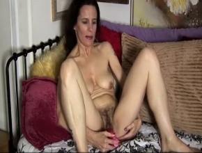 video relacionado Desde que estoy viuda me masturbo todos los días