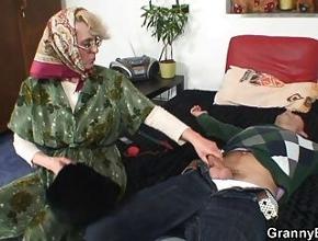 video relacionado Desde que está viuda se folla cada día a un chico distinto