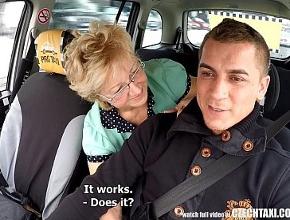 video relacionado Viuda desesperada por sexo acosa a un joven taxista