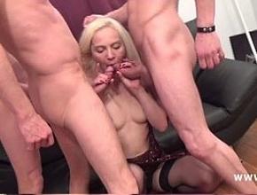 video relacionado Alicia ha disfrutado de lo lindo follando con tres hombres a la vez