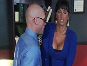 video relacionado Casada infiel se siente atraída sexualmente por su jefe