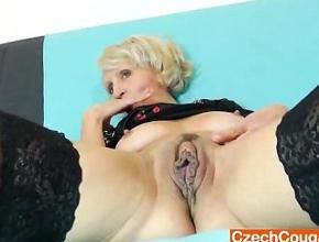 video relacionado Madura orgullosa de tener un coño muy grande y jugoso