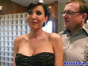 video relacionado Mi marido trae a un amigo a casa para que me lo folle delante de él