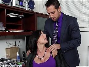 video relacionado La tetona Kendra Lust recibe la visita inesperada de su jefe