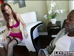 video relacionado Desde que se quedó viuda solo el sexo anal interracial le da placer
