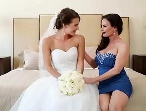 video relacionado Le provoca un orgasmo a su mejor amiga como regalo de bodas