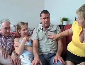 video relacionado Hacen un cuarteto familiar para paliar el aburrimiento