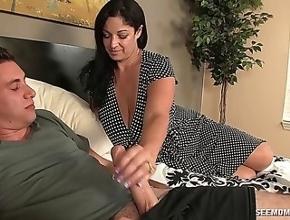 video relacionado Viuda gorda folla con su hijo para recordar a su marido
