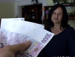 video relacionado Dependienta se tira a un cliente a cambio de dinero