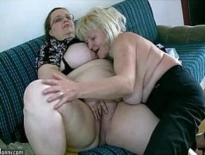 video relacionado Dos señoras muy gordas se divierten follando juntas
