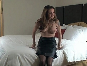 video relacionado Ninfómana queda en un hotel con un desconocido para follar