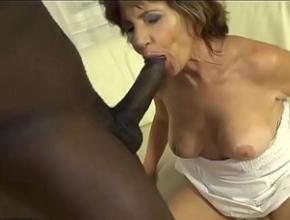 video relacionado A sus sesenta años un negro se la mete por el culo por primera vez