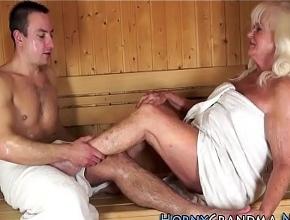 video relacionado Intercambio de sexo oral con un desconocido en la sauna