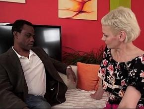 video relacionado Sin esperarlo acabé disfrutando con un hombre negro