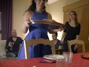 video relacionado Una orgía brutal en familia